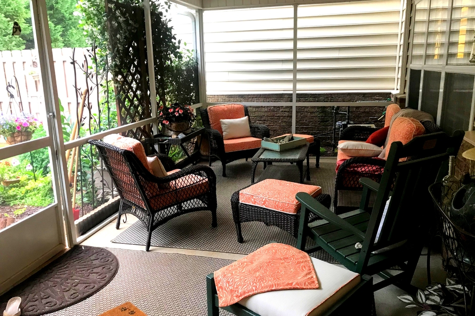 Screened Porch - Table with chairs