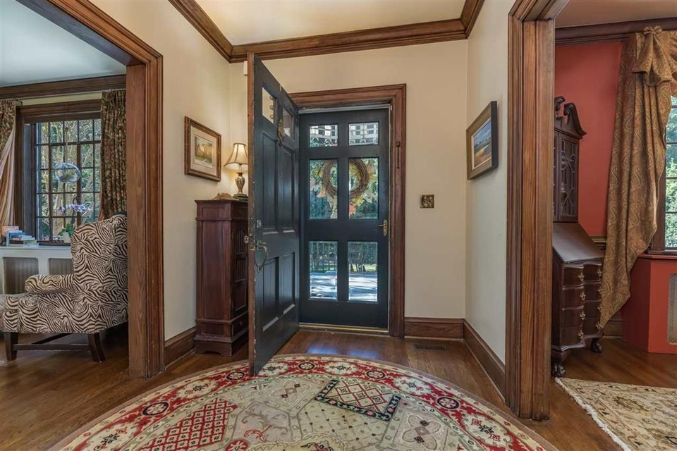 Foyer | Entrance with doorways