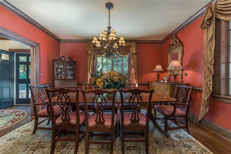 Dining Room | Table, Chairs, Rug