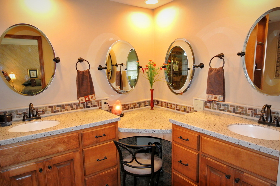 Bathroom - Vanity with multiple mirrors
