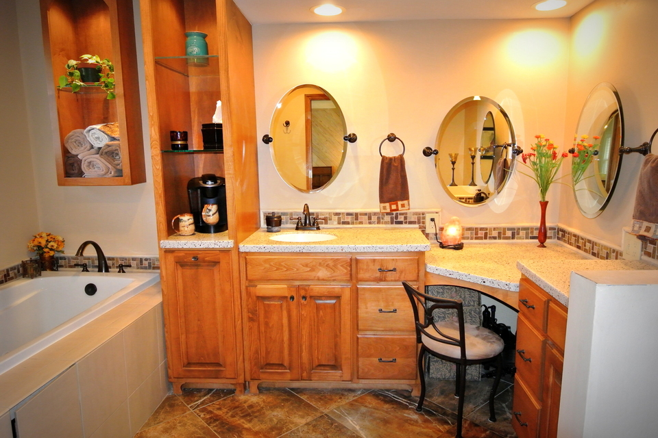Bathroom - Vanity with mirrors, tub
