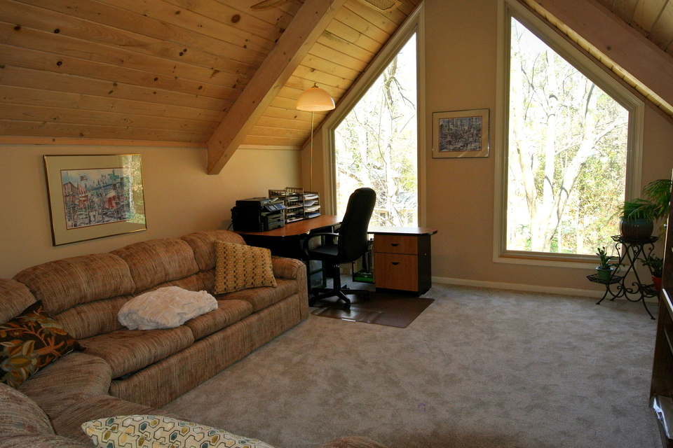 Vaulted Ceilings with Large windows for a great view!