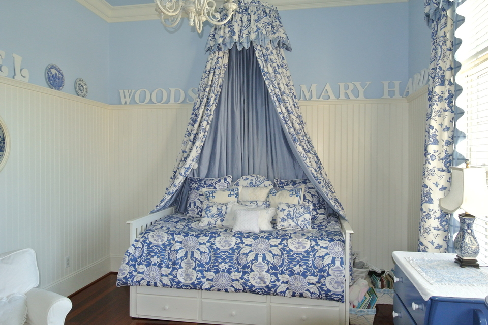 Bdroom - Bed with Canopy
