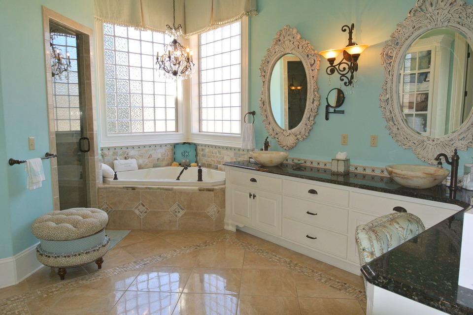 Master Bathroom - Jetted Tub, Steam, Double Vanity, Chandelier