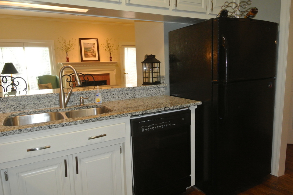 Kitchen - Stainless Steel Appliances, Granite Countertops