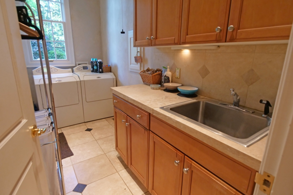 Laundry Room - Sink, Walk-In