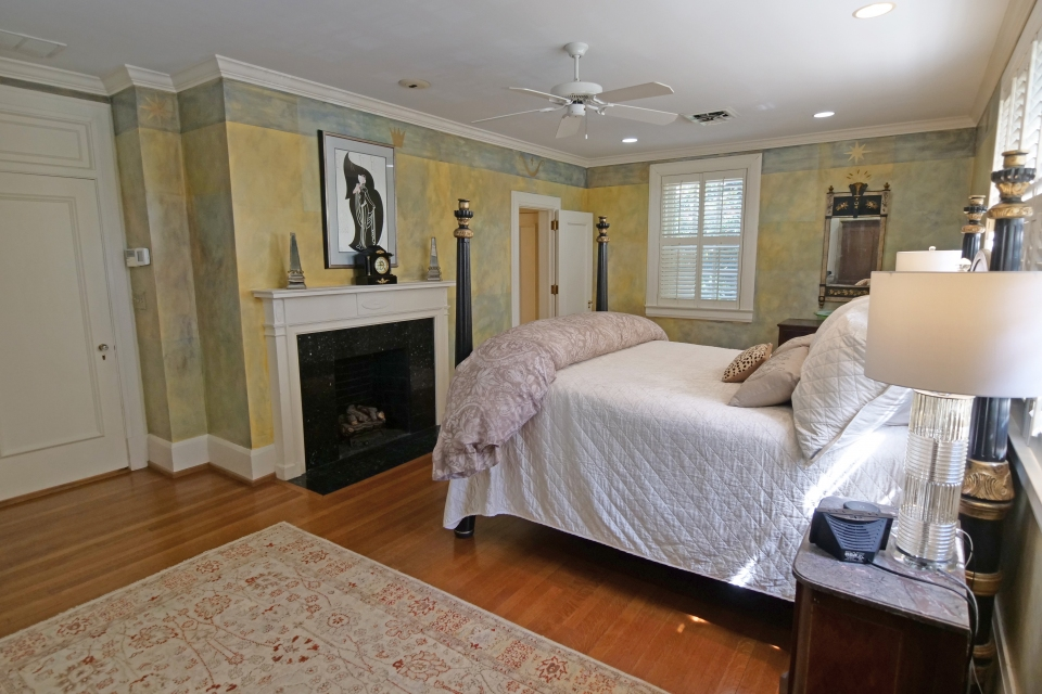 Master Bedroom - Bed, Fireplace