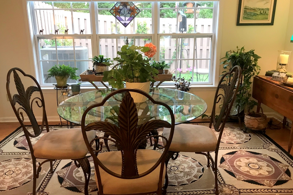 Breakfast Room | Table with chairs