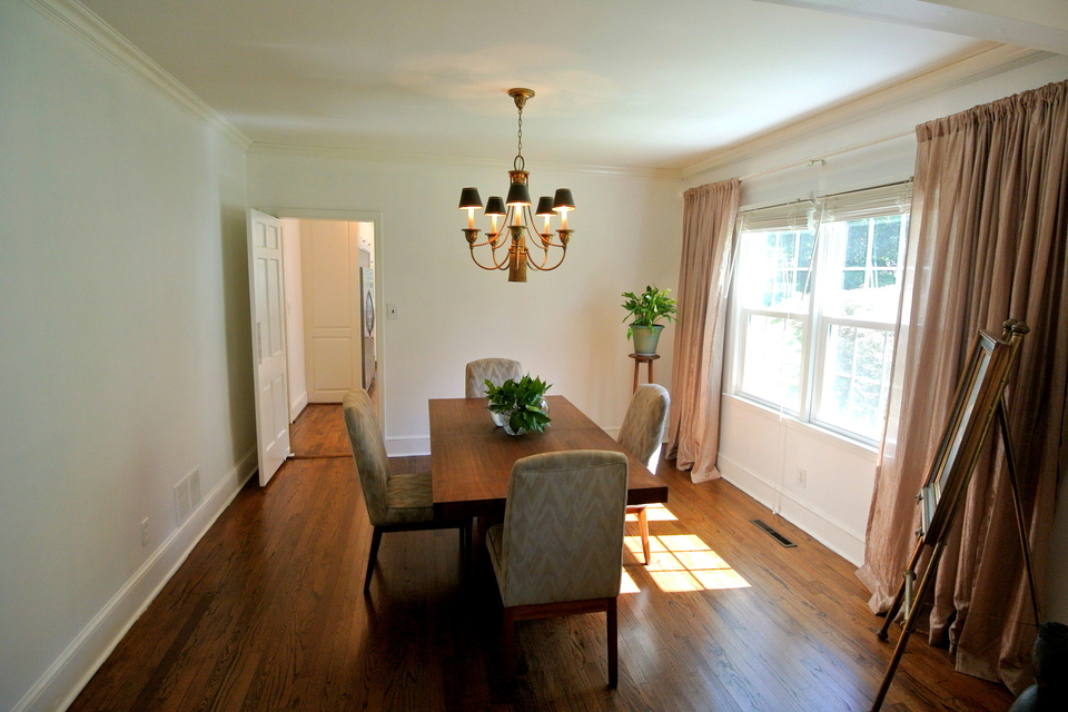 Dining Room - Great natural lighting